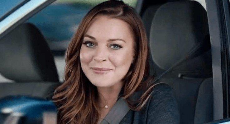 """Lindsay Lohan aparece como """"mãe"""" em comercial do Super Bowl 2015"""