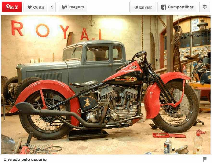 imagem de moto vermelha