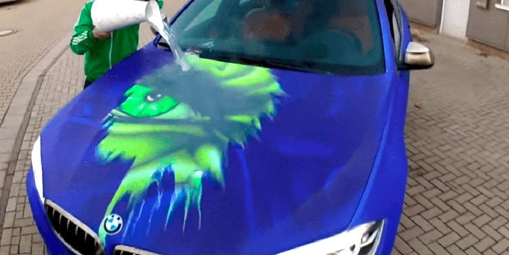 Veja no vídeo a BMW se transformando no Incrível Hulk.