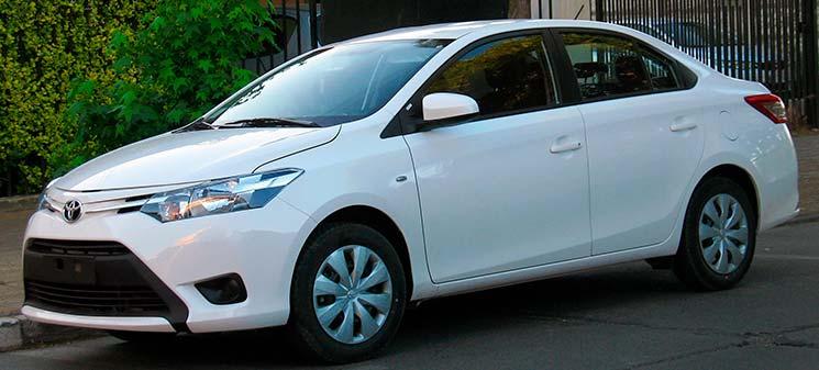 Carros baratos pra consertar - Imagem do Toyota Etios