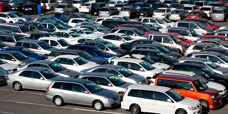 Na hora de comprar um carro usado é importante observar alguns fatores
