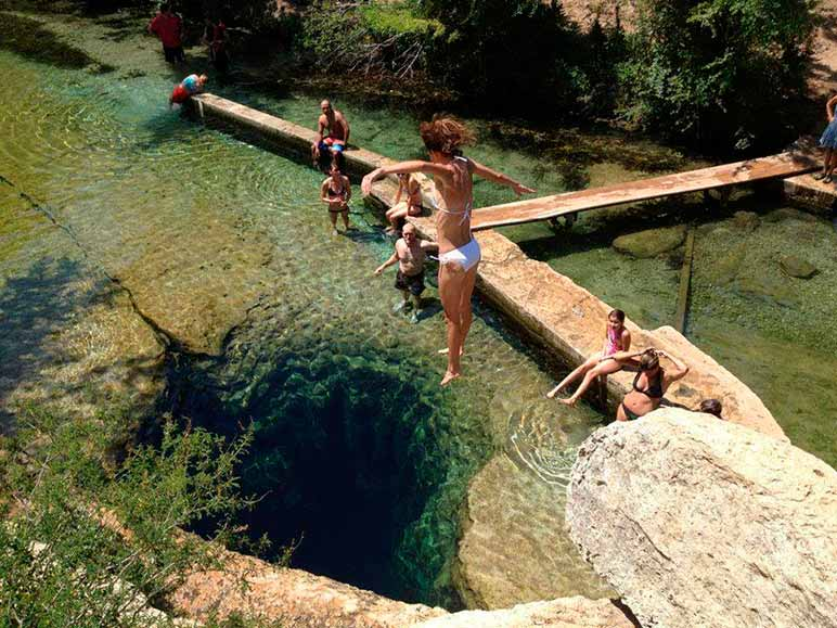 O Poço de Jacó é composto por diversas galerias subaquáticas e enganam mergulhadores