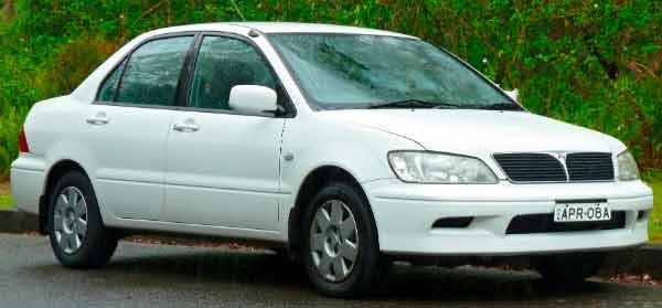 Modelo de carro sedan