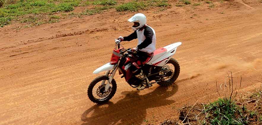 Paulo Polido e sua moto adaptada