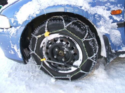 Colocar corrente no pneu é o mais indicado para quem vai dirigir na neve