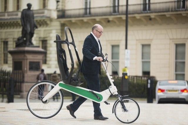 Crispin Sinclair com sua invenção, Babel Bike, a bicicleta mais segura do mundo