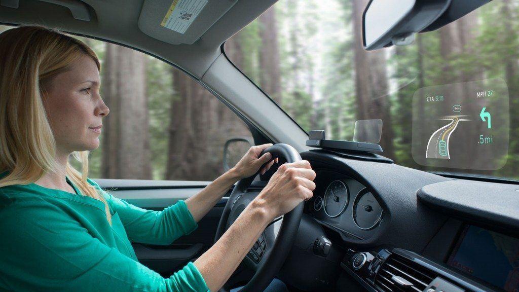 Navdy projeta no vidro dianteiro as informações mais importantes para o motorista