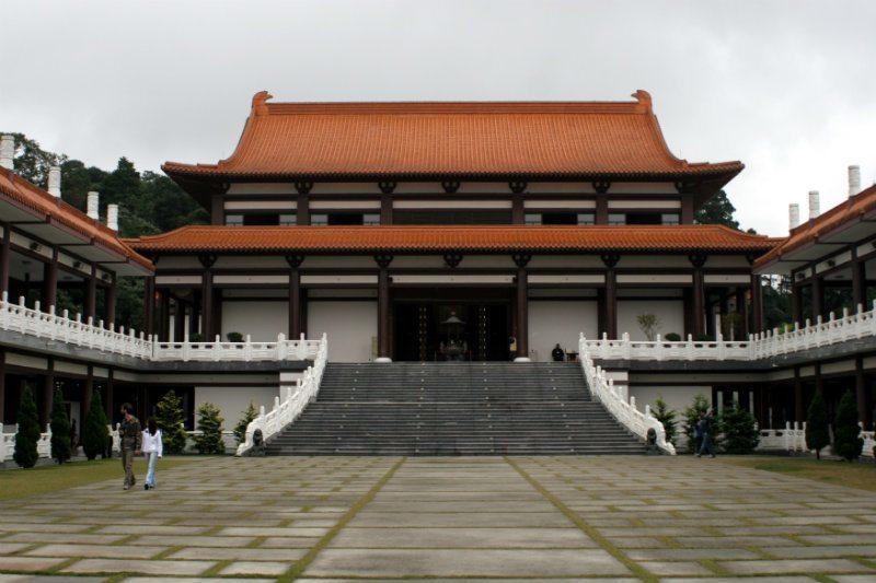 O Templo Zu Lai em Cotia-SP é uma opção de viagem para os peregrinos
