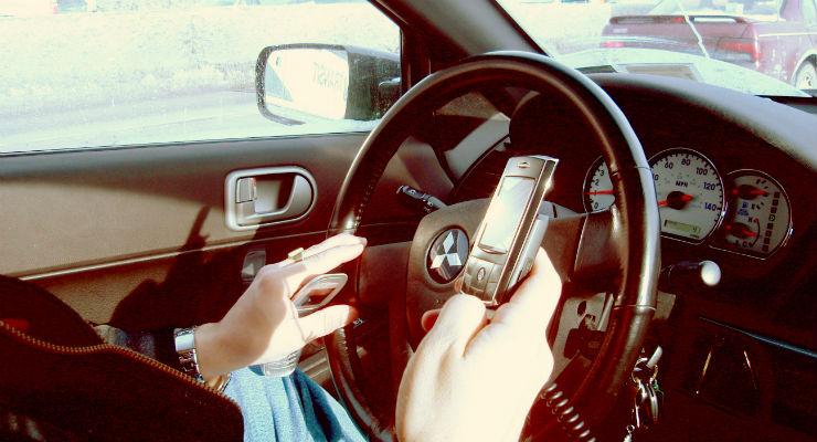 Mão no celular