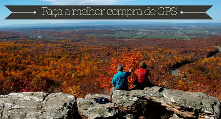 """Imagem do topo de uma montanha com duas pessoas observando a paisagem com a legenda """"Faça a melhor compra de GPS"""""""