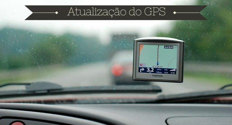 """imagem de GPS preso no para-brisas com frase """"atualização do GPS"""""""