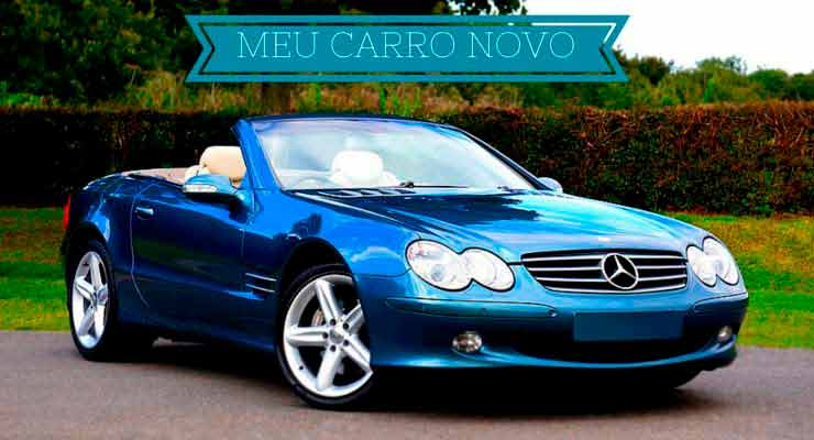 Descrição de carro novo azul, com fundo de arvores.