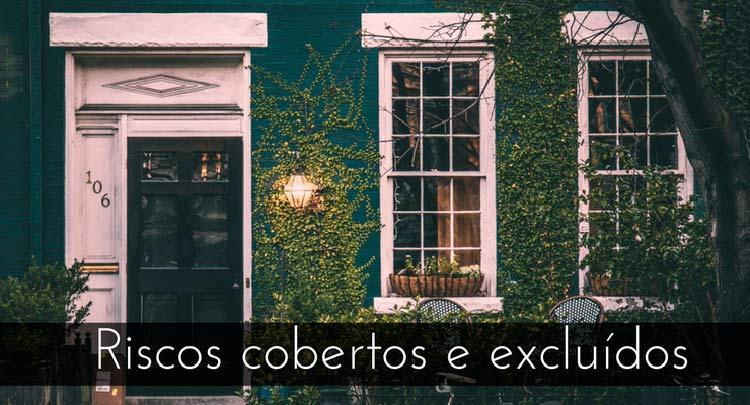 """Imagem de janelas brancas de uma casa com a descrição """"Riscos cobertos e excluídos"""""""