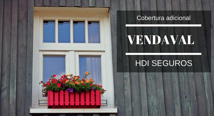 """Janela de uma casa com flores rosas no batente com a descrição """"Cobertura adicional vendaval HDI seguros"""""""