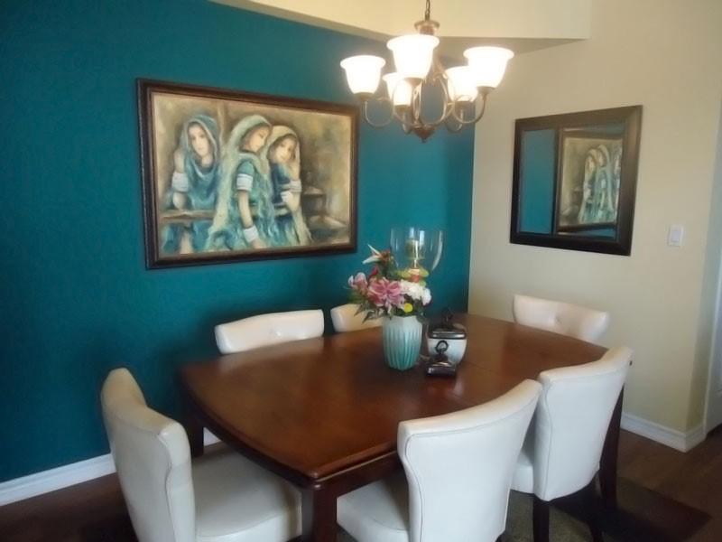 imagem de decoração com quadros na sala de jantar