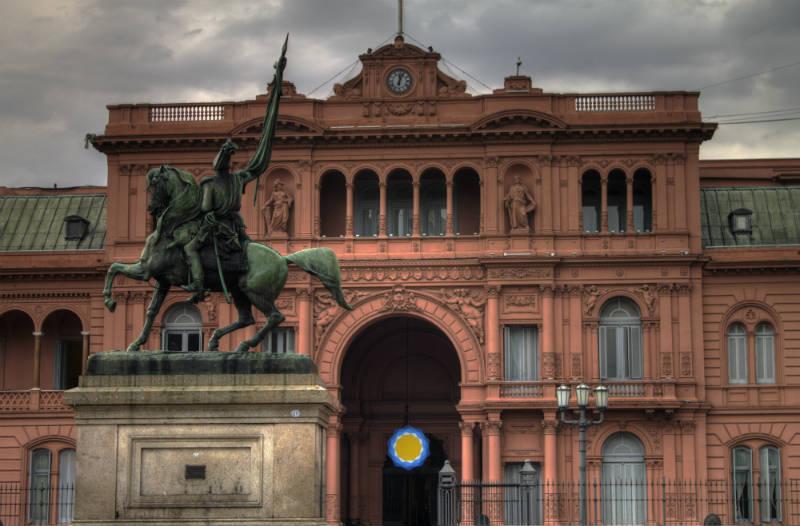 Vista frontal da casa rosada, sede do governo na argentina, buenos aires