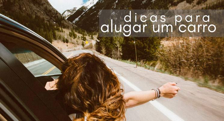"""imagem de um carro na estrada com uma garota com o braço e a cabeça para fora com a legenda """"dicas para alugar carro"""""""