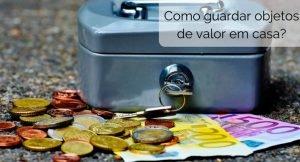 """imagem de uma maleta pequena com dinheiro em volta, com a descrição """"como guardar objetos de valor em casa?"""""""