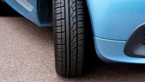 Imagem de uma roda de carro azul para ilustrar a postagem de carros com o melhor custo-benefício