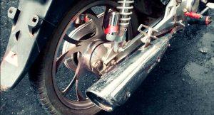 imagem d escapamento de uma moto para ilustrar a postagem sobre a cobertura contra roubo e furto do seguro de moto.