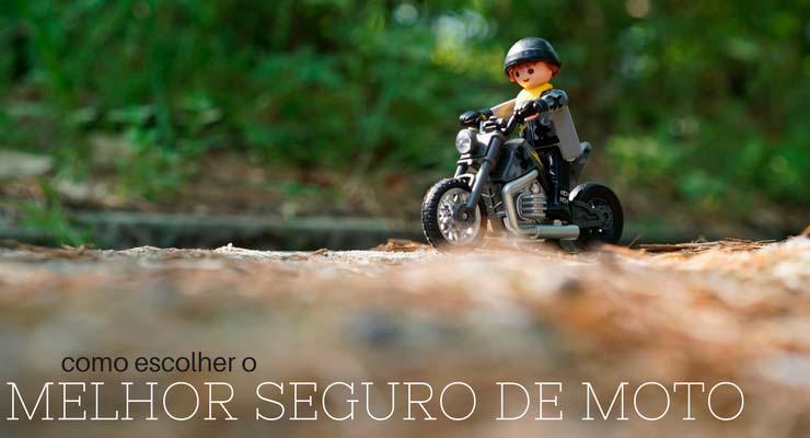Imagem de uma miniatura de pessoa em cima de uma moto com a legenda: como escolher o melhor seguro de moto