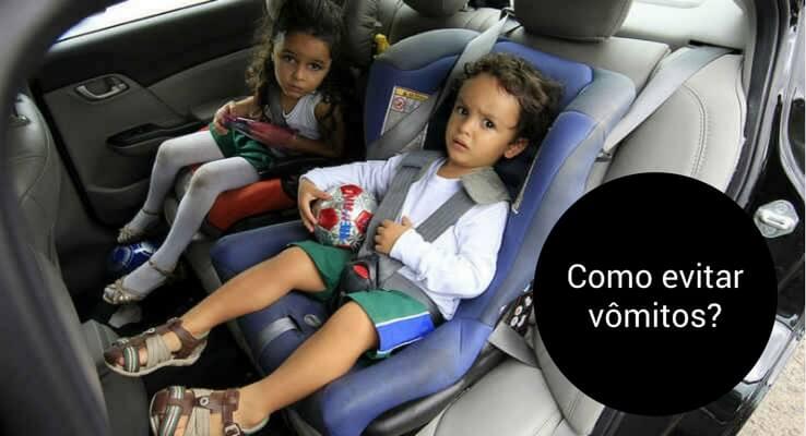 Foto de duas crianças no carro. Escrito: como evitar vômitos?