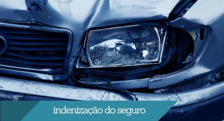 imagem: carro batido. Escrito: indenização do seguro