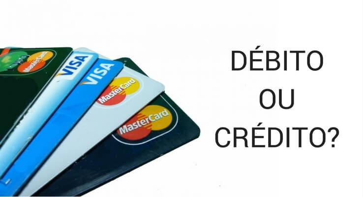 imagem de cartões de pagamento. escrito: débito ou crédito?
