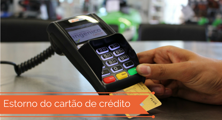 imagem de uma maquina de cartão com a legenda: estorno do cartão de crédito