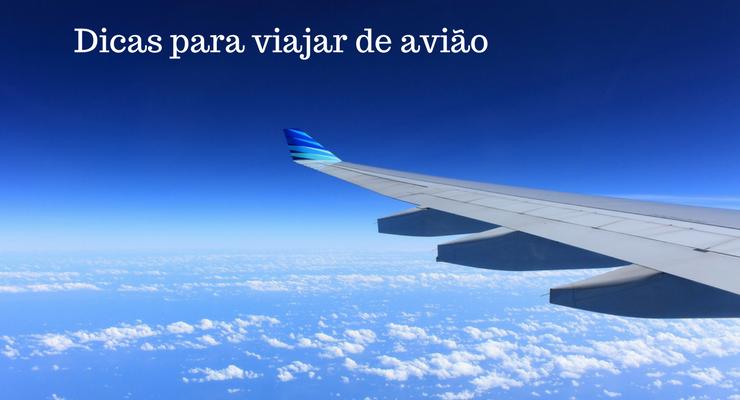 imagem de uma asa de avião com a legenda: dicas para viajar de avião