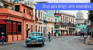 imagem de uma rua com carro e casas coloridas com a legenda: dicas para dirigir carro automático