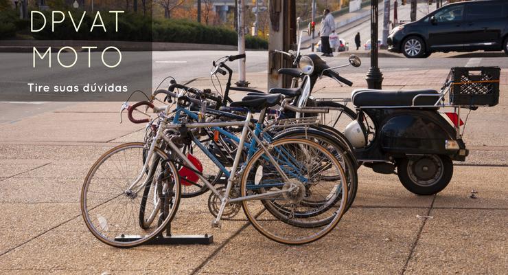 imagem de uma moto no meio de bicicletas com a descrição: DPVAT Moto