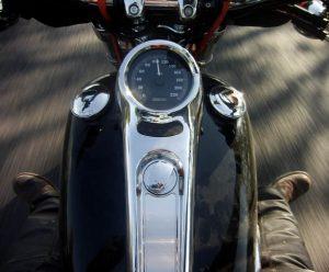 Tem vontade de andar de moto? A gente tem um guia prático pra você