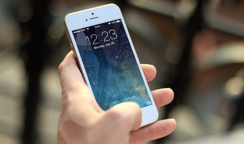 Explicamos por que você não deve deixar seu celular carregando a noite toda