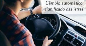 imagem de um homem dirigindo um carro com a legenda: Câmbio automático significado das letras