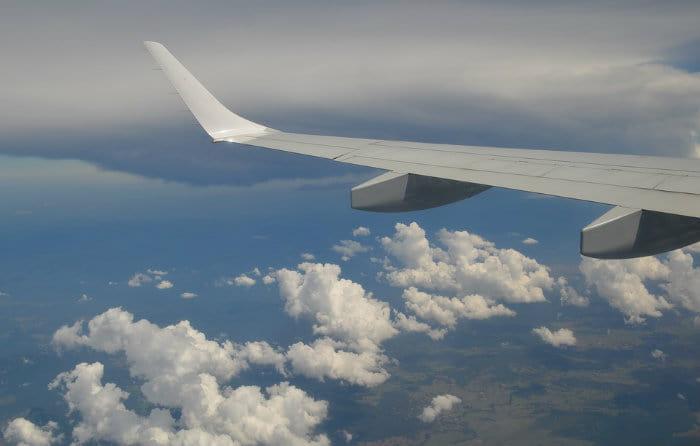 imagem de avião representando passagens baratas europa