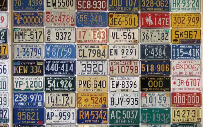 Imagem de placas para ilustrar posta sobre quanto custa o emplacamento do veículo