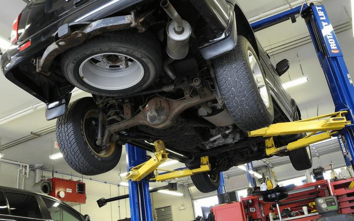 Imagem de manutenção no carro para ilustrar post sobre inspeção veicular