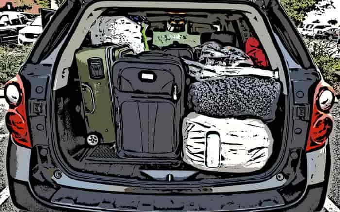 ilustração de porta malas de carro com bagagem ilustrando post sobre como levar bagagem no carro com segurança