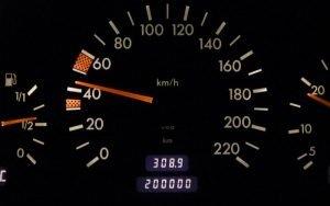 Indicador de quilometragem para transferência de veículode carro ilustrando post sobre quilometragem para transferência de veículo