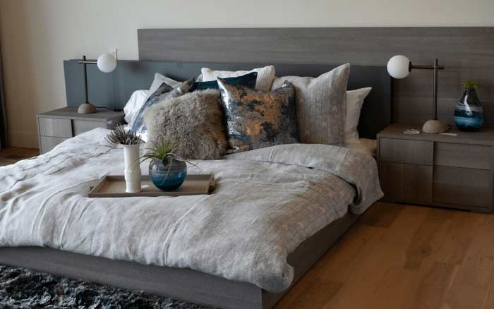 Imagem de um quarto para ilustrar post sobre cama embutida
