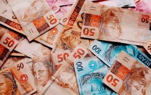 Imagem de dinheiro para ilustrar post sobre como autônomo paga previdência