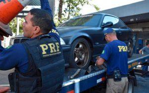 Imagem de carro apreendido para ilustrar post sobre CNH suspensa