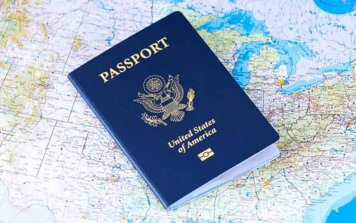 Imagem de passaporte para ilustrar post onde fazer intercâmbio barato