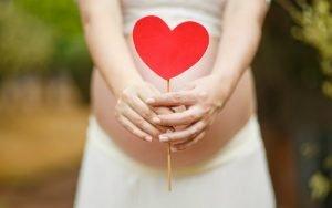 Imagem de mulher grávida ilustrando post sobre convênio cobre DIU