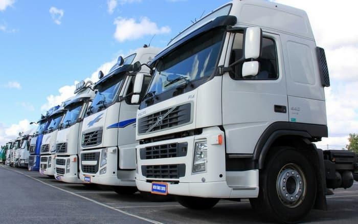 Imagem de frota de caminhões para ilustrar post sobre evitar roubo de carga