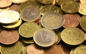 Imagem de moedas para ilustrar post sobre o que é renda fixa