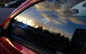 Imagem de vidro de carro para ilustrar post sobre Passo a passo para a blindagem de veículos