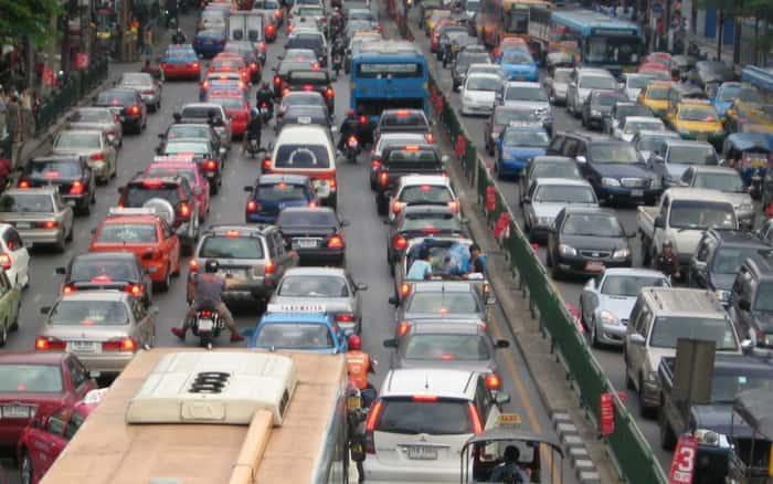 Imagem de trânsito para ilustrar post sobre permissão para dirigir cobertura seguro - cnh provisória