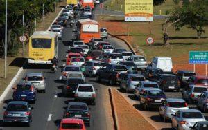 Imagem do trânsito para ilustrar post sobre o que é Renavam